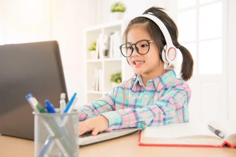 young girl virtual speech therapy